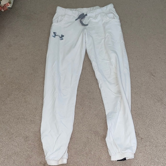 WHITE UNDER ARMOUR TRACKPANTS